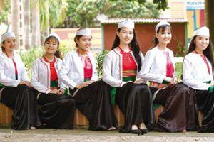 Giáo dục văn hóa dân tộc trong trường học