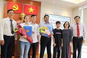 Niềm vui của 2 người vừa nhập quốc tịch Việt Nam