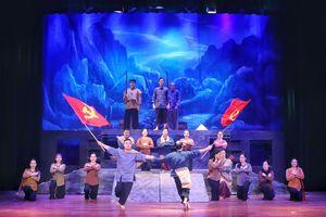 Nhà hát Chèo Quân đội ra mắt vở 'Nguyễn Văn Cừ: Tuổi trẻ chí lớn'