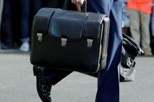 Ông Trump vắng mặt, vali hạt nhân sẽ được chuyển giao như thế nào?