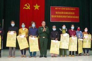 Quân khu 5 và tỉnh Quảng Ngãi thăm, tặng quà tại huyện đảo Lý Sơn