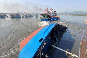 Tàu chở dầu bị lật