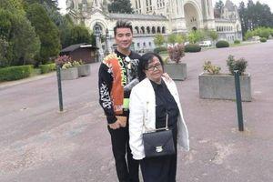 Đàm Vĩnh Hưng chúc mừng sinh nhật mẹ