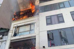 Xảy cháy lớn tại quán lẩu ếch trên phố Thượng Đình