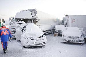 Cả trăm chiếc xe đâm dồn toa trên cao tốc Nhật Bản, 18 người thương vong