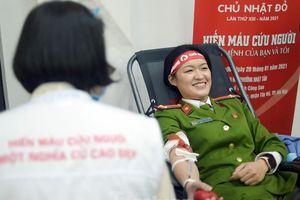 Tuổi trẻ Công an Thủ đô sẻ chia giọt máu tiếp sức Chủ nhật Đỏ 2021