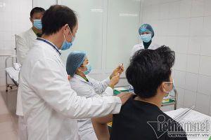 Việt Nam tiêm vắc xin Nanocovax mũi 2 cho 17 người