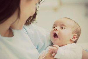 Vì sao mẹ chớ nên cai sữa cho con vào mùa đông?