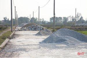 Hà Tĩnh: Khu quy hoạch dân cư thành bãi tập kết vật liệu xây dựng trái phép
