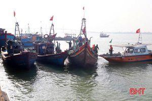 Biên phòng Hà Tĩnh liên tiếp bắt giữ 5 tàu giã cào khai thác trái quy định