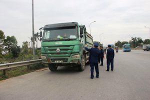Sẽ xử lý triệt để xe chở quá tải trọng chạy qua cầu Thăng Long