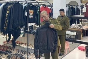 Lô hàng hiệu nghi nhập lậu tại Nguyen Pham Store có giá khoảng 1,5 tỷ đồng