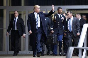 Ông Trump không dự lễ nhậm chức, làm sao chuyển giao vali hạt nhân cho ông Biden?