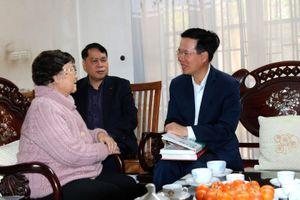 Đồng chí Võ Văn Thưởng thăm hỏi, chúc Tết gia đình các đồng chí lãnh đạo Ban Tuyên giáo Trung ương qua các thời kỳ