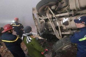 Tin tức tai nạn giao thông nổi bật ngày 20/1: Xe đầu kéo mất lái rồi lật nghiêng trên quốc lộ, tài xế tử vong trong cabin