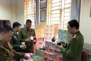 Lào Cai: Tạm giữ gần 1.100 bình rượu trái cây nhập lậu