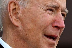 Biden bật khóc khi tạm biệt quê nhà để tới Washington DC nhậm chức