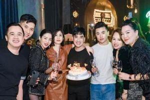 Chuyện showbiz: Lệ Quyên sánh đôi bên 'bạn trai tin đồn' trong tiệc sinh nhật Quang Hà