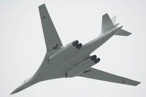 Hai máy bay Tu-160 hoàn thành chuyến bay dài 14 giờ trên Biển Barents và Biển Bạch Hải