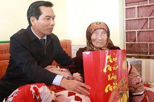 Hải Phòng: Ủy ban MTTQ Việt Nam TP thăm, tặng quà gia đình chính sách, hộ nghèo