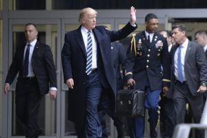 Ông Trump không giao vali hạt nhân cho ông Biden