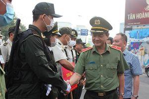 Cảnh sát vũ trang triển khai việc bảo vệ sân bay Tân Sơn Nhất