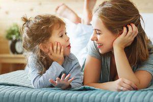 'Trẻ sẽ thông minh hơn khi thường xuyên trò chuyện với cha mẹ'