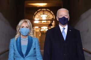 Váy xanh mòng két của Đệ nhất phu nhân Jill Biden nói lên điều gì?