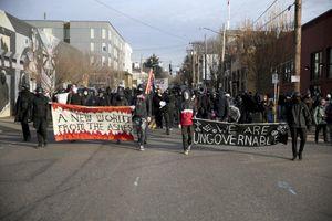 Người biểu tình đập phá trụ sở đảng Dân chủ ở bang Oregon