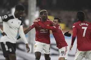 Pogba lập siêu phẩm, Man United trở lại ngôi đầu