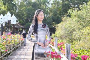 Tân Hoa khôi Sinh viên Việt Nam duyên dáng trong tà áo dài đón xuân