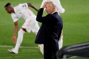 Real Madrid: Khi Zidane phải tự dang tay để cứu mình