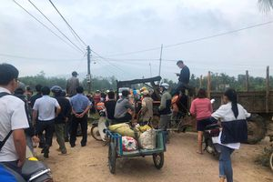 Dân chặn xe đến dự khánh thành nhà máy điện mặt trời Mỹ Hiệp
