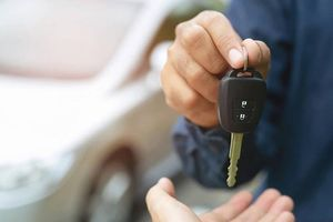 Có nên cho bạn mượn xe đi Tết?