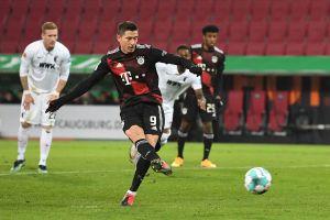 Lewandowski lập kỷ lục mới, giúp Bayern bỏ xa Dortmund đến 10 điểm