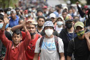 Mỹ sẽ ngừng trục xuất người nhập cư trong 100 ngày