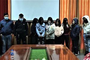 Bắt quả tang 5 nữ nhân viên bán dâm trong quán cà phê ở Bắc Giang