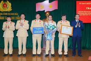 Trao thưởng cho Phòng CSGT có thành tích xuất sắc trong tấn công trấn áp tội phạm