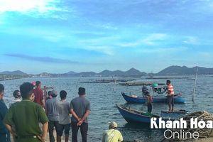 Chìm ghe trên vịnh Cam Ranh, 1 người chết, 1 người mất tích