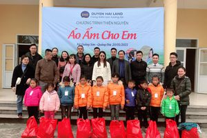 Tặng 150 suất quà cho học sinh có hoàn cảnh khó khăn tại Hải Hà