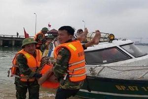Quảng Bình: Cứu nạn thành công 3 ngư dân gặp nạn trên biển