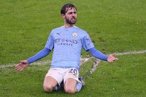 Bernardo Silva lập siêu phẩm, Man City nhọc nhằn hạ Aston Villa