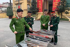 Công an quận Thanh Xuân thu hồi nhiều súng, đạn, vũ khí các loại