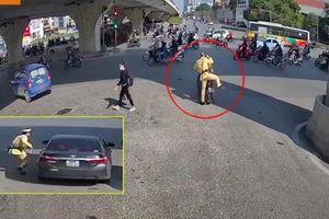 CSGT nhờ tài xế công nghệ đuổi theo xe ô tô bỏ trốn sau vi phạm