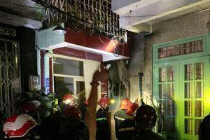 Quận 10: Cháy nhà nhiều tầng lúc 0 giờ sáng, 7 người mắc kẹt
