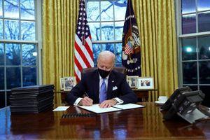 Xung quanh việc ông Biden bỏ 'Hội đồng 1776' của ông Trump
