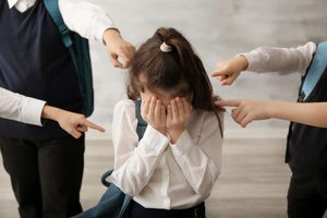 Bé gái uống thuốc trừ sâu tự tử vì bị bạo hành tại trường
