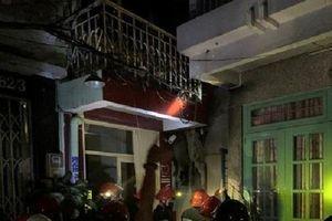 TP Hồ Chí Minh: Cảnh sát PCCC giải cứu 7 người thoát khỏi đám cháy