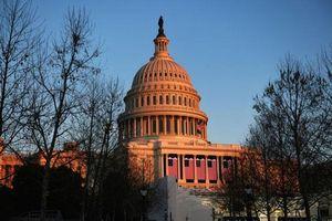 Lãnh đạo phe đa số tại Thượng viện Mỹ Schumer sẽ xem xét đề xuất hoãn phiên tòa luận tội ông Trump