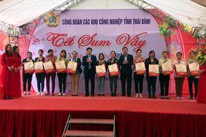 Tặng quà công nhân lao động khó khăn ở Thái Bình